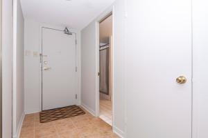 545 St Laurent Blvd Unit 604-large-007-5-7-1499x1000-72dpi