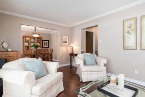 1115 SaintGermain Cres-large-009-12-Living Room-1500x1000-72dpi