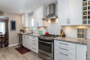 1115 SaintGermain Cres-large-012-7-Kitchen-1500x1000-72dpi