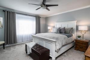 1115 SaintGermain Cres-large-023-32-Master Bedroom-1500x1000-72dpi