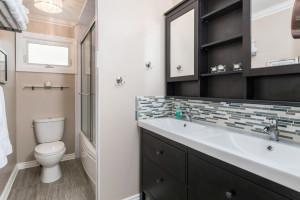 1115 SaintGermain Cres-large-028-20-Main Bathroom-1500x1000-72dpi