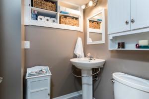 1115 SaintGermain Cres-large-032-1-Lower Level Bathroom-1500x1000-72dpi